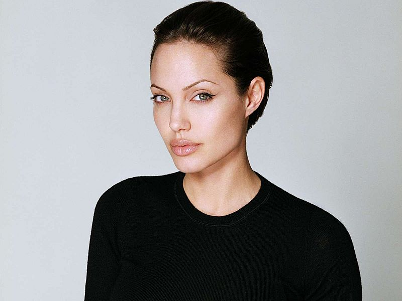 paragraph on angelina jolie Whenever angelina jolie makes a decision about ways that she will try to keep her own time bomb from going off, it lights my fuse.